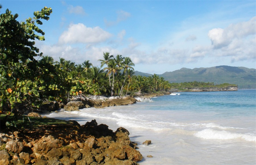 Las Galeras - A littoral offering an endless virgin natural spectacle